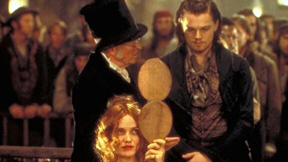 Amsterdam Vallon (Leonardo DiCaprio, vorne re.) verliebt sich in die schöne Diebin Jenny Everdeane (Cameron Diaz).