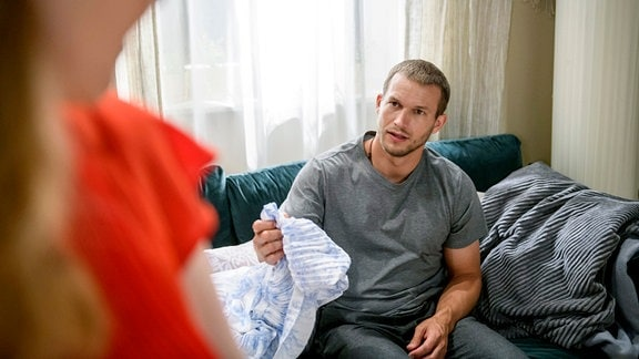 Im Gespräch mit Lucy erkennt Tim, dass zwischen ihm und Franzi ein magisches Band besteht.