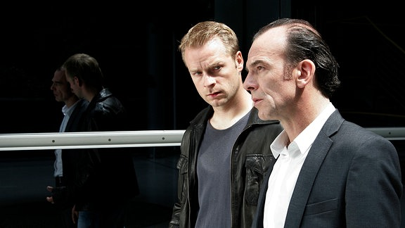 Hauptkommissar Andreas Keppler (Martin Wuttke, rechts) und Manuel Körting (Hinnerk Schönemann, links) im Gespräch.