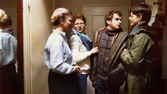 Karin Ugowski als Frau Pohle, Johanna Schall als Marion, Detlef Nier als Erwin Sladowsky und Ulrich Müller als Jens Pohle.