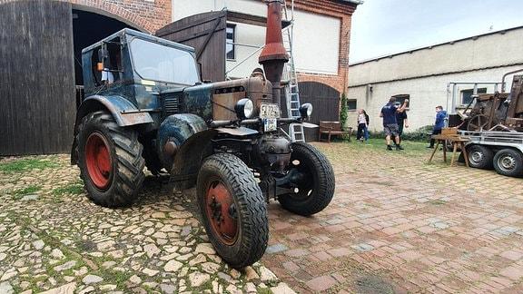 Dieser Lanz-Bulldog ist schon fertig. Denn nur das Innenleben restaurieren die Kahnsdorfer Traktorenfreunde. Die Außenhaut bleibt, wie sie ist.