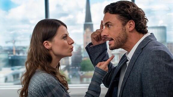 Anna (Julia Hartmann) und Max (Stephan Luca) geraten häufig aneinander.
