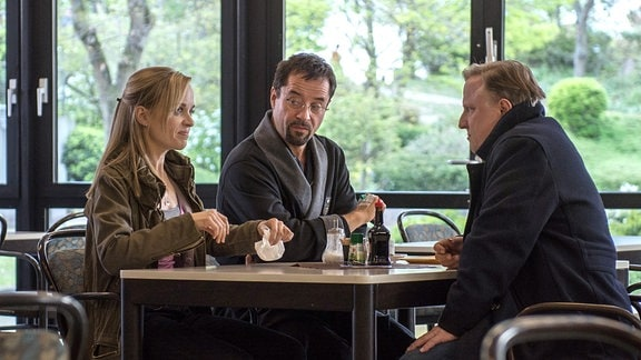 Nadeshda Krusenstern (Friederike Kempter) ermittelt mit ihrem Chef Kommissar Frank Thiel (Axel Prahl, M) und Prof. Boerne (Jan Josef Liefers) in der Sanus Klinik.