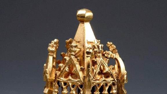 Jüdischer Hochzeitsring: Das wichtigste Stück des Erfurter Schatzfundes. Der Ring stammt aus dem frühen 14. Jh. und ist aus purem Gold.
