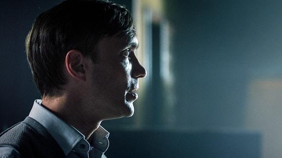 Maximilian (Christoph Luser) verlangt von Leander die Vergangenheit ruhen zu lassen.