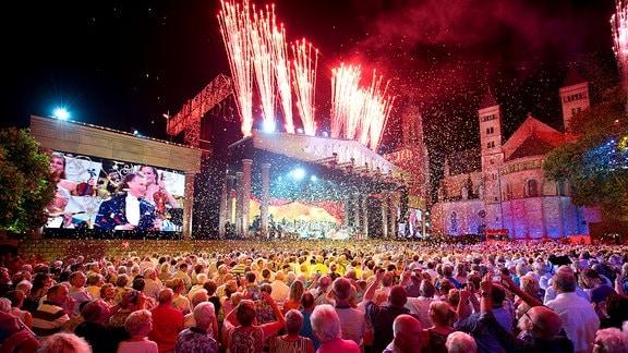 Konzert in der mittelalterlichen Kulisse Maastrichts, in der Heimatstadt von André Rieu