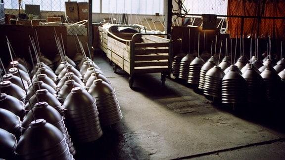 Metalldrücker GmbH - Lager mit Metall-Leuchten