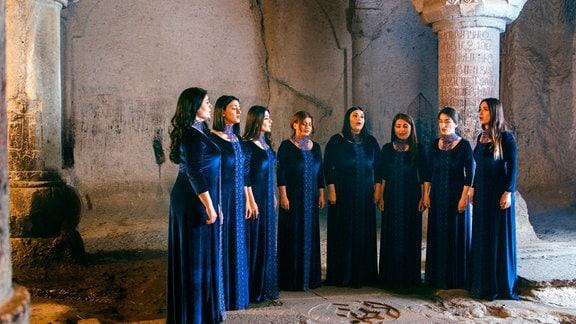 Der Geghard-Frauenchor wurde speziell dafür gegründet, um im Gottesdienst des Geghard-Klosters zu singen.