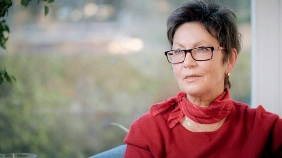 Renate Weimann, hat ihren Sohn durch die Jahrzehnte mit der Krankheit begleitet. Oft blieb ihr kein anderer Ausweg, als ihren Sohn in eine Klinik einweisen zu lassen.