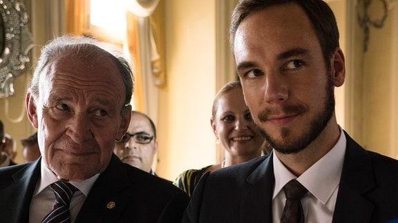 Zwischen Karlas Vater (Michael Mendl) und ihrem Bruder Alexander (Timo Weisschnur) ist das Verhältnis angespannt.