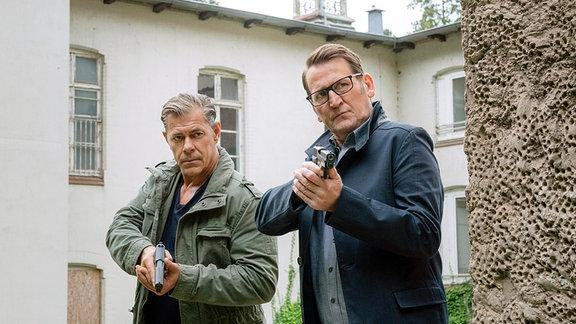 Die Ermittler Finn Kiesewetter (r.) und Lars Englen (l.), gespielt von Sven Martinek (r.) und Ingo Naujoks (l.).