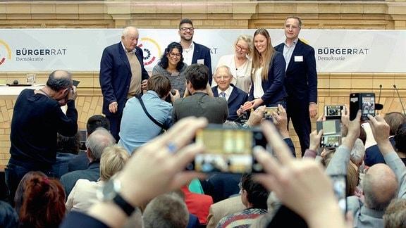 Übergabe des Bürgergutachtens an Wolfgang Schäuble am 15. November 2019