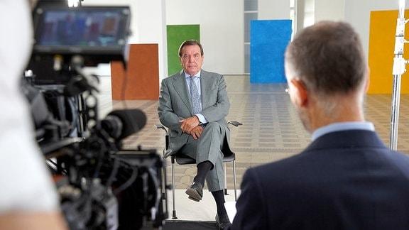 Gerhard Schröder im Interview mit Autor Torsten Körner