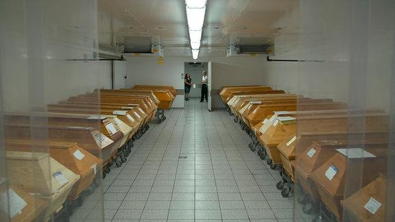 """Kühlkammer mit Särgen im Krematorium """"Flamarium Saalkreis"""" in Kabelsketal"""