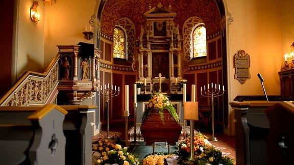 Sarg im Altarraum in der Dorfkirche in Siethen (Ludwigsfelde)