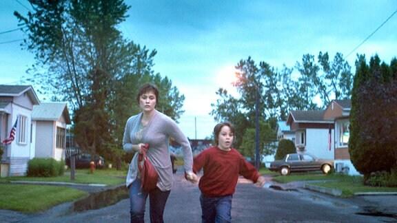 Für Mara (Mãlina Manovici) und ihren neunjährigen Sohn Dragos (Milan Hurduc) ist die Teilhabe am amerikanischen Traum um einiges teurer als gedacht.