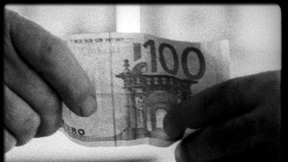 Der 100-Euro-Schein eines deutschen Touristenpärchens kurbelt den Wirtschaftskreislauf auf einer kleinen griechischen Insel an.