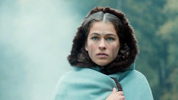 Lisbeth (Henriette Confurius), die Tochter eines Glasbläsers.