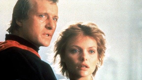 Die beiden Liebenden Isabeau d'Anjou (Michelle Pfeiffer) und Etienne Navarre (Rutger Hauer) werden durch einen Fluch voneinander getrennt.