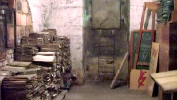 Blick in den Keller eines Dresdner Grundbuchamtes