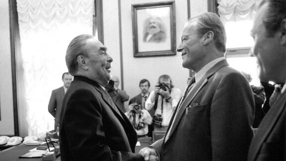 Leonid Breschnew (li.) und Willy Brandt (re.) während ihres dreitägigen Treffens auf der Krim vom 16.-18. September 1971.