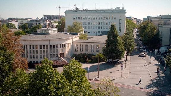Institut für Anatomie in Leipzig. Rund 5000 potentielle Körperspenderinnen und -spender aus Leipzig sind in der Kartei vermerkt. Sie wünschen sich, dass ihr Tod (toter Körper) den Lebenden hilft.
