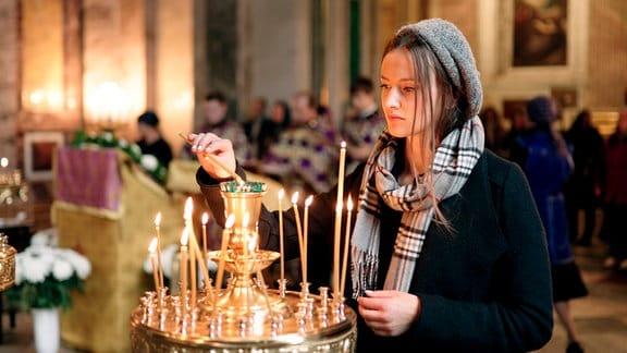 Maria Luise von Preußen während eines Gottesdientes in der Isaakskathedrale in St.Petersburg