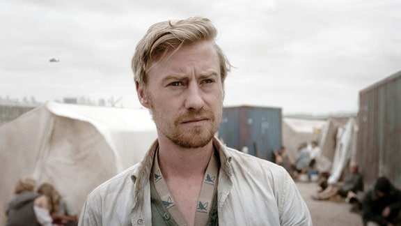 Nikolai (Eric Bouwer) im größten Flüchtlingslager vor Berlin.