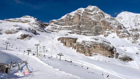 Im Skigebiet Ra Valles in Cortina mit der Tofana di Mezzo im Hintergrund.