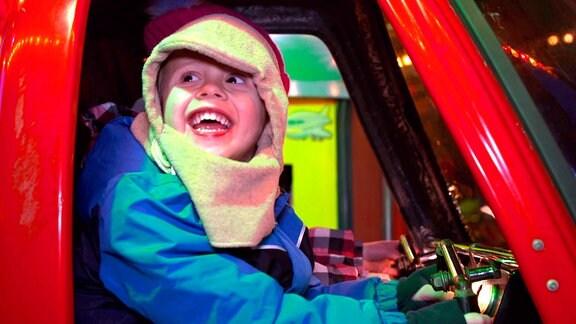 Karussel fahren auf dem Weihnachtsmarkt lässt Kinderherzen höher schlagen.