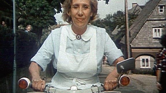 Schwester Agnes (Agnes Kraus) hilft in allen Lebenslagen.