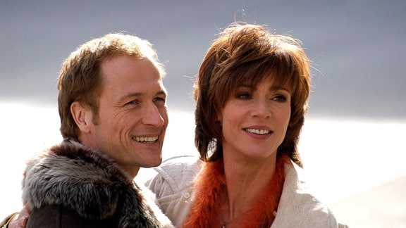 Barbara (Maruschka Detmers) hat sich in den Heiratsschwindler Sebastian (Markus Knüfken) verliebt.