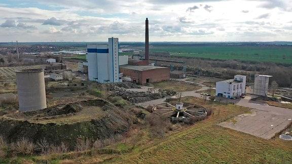 Abfallaltlasten auf dem Gelände des stillgelegten Biomassekraftwerks Delitzsch