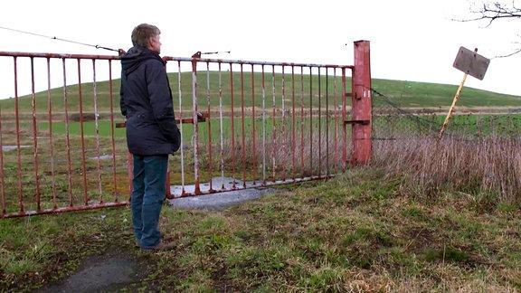 Altdeponie Spröda - Aktivist Dietmar Mieth beobachtet den intransparenten Umgang mit gefährlichen Abfällen seit Jahren kritisch
