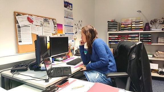 """""""LVZ-Delitzsch""""-Lokalreporterin Christine Jacob recherchiert schon lange zu den Zuständen am ehemaligen Biomassekraftwerk."""