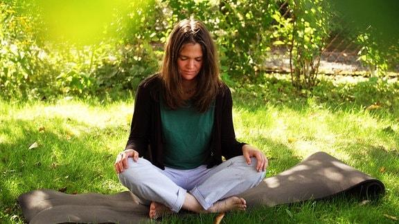 Amelie meditiert