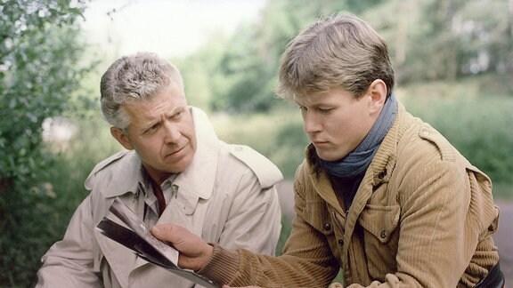 Jürgen Zartmann als Kriminaloberkommissar Bergmann und Jens Knospe als Michael Preibisch