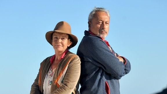 Harry (Wolfgang Stumph) und Susan (Katrin Sass) streiten sich um ein Eiland.