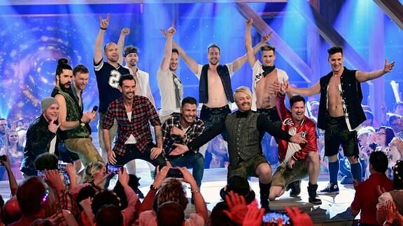 (v.l.n.r.) voXXclub, Florian Silbereisen, Kaled, Ross Antony, DDC Breakdancer.