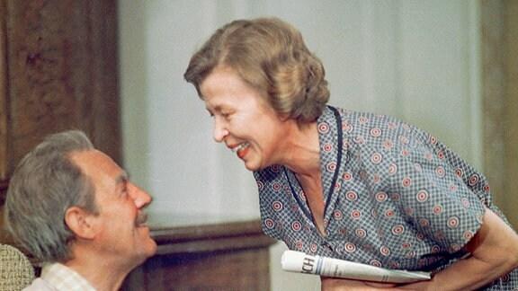 Herbert Köfer (l.) als Opa Paul und Helga Göring als Oma Anna.