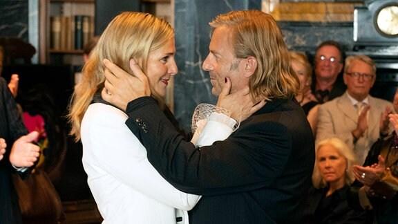 Piet (Heino Ferch) und Veronika (Tanja Wedhorn) verlieben sich aufs Neue.