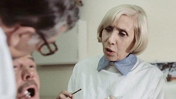 """Agnes Kraus - eine der populärsten Fernsehschauspielerinnen der DDR in """"Aber Doktor"""" (1980)."""