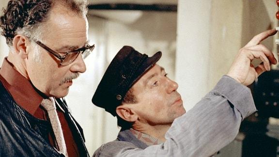 Lutz Stückrath als Klaus Ahnert (r.) und Werner Brühne als Fritz Unruh.