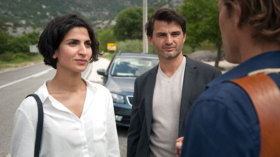 Brankas (Neda Rahmanian) und Emils (Lenn Kudrjawizki) Ermittlungen werden von dem ebenso selbstherrlichen wie chauvinistischen Kommissar Ivan Bago (David Rott) erschwert.