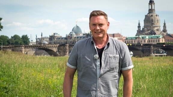 Moderator Axel Bulthaupt auf den Elbwiesen in Dresden.