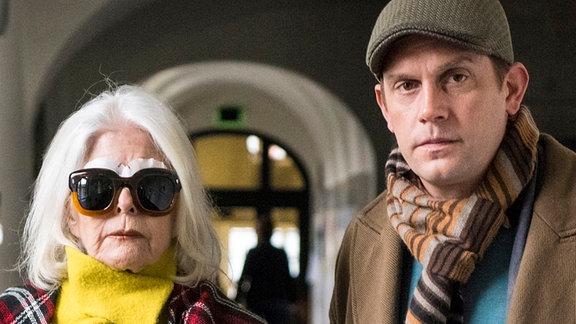 Ruben Maertens (Sebastian Bezzel) und seine Mutter und Herausgeberin einer führenden Frauenzeitschrift Lilo Maertens (Christiane Hörbiger).