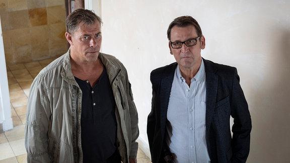 Lars Englen (Ingo Naujoks, r.) und Finn Kiesewetter (Sven Martinek, l.) finden heraus, dass Celine Berger eine Affäre hatte.