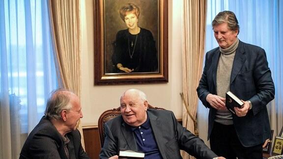 Werner Herzog, Michail Gorbatschow und André Singer (v.l.)