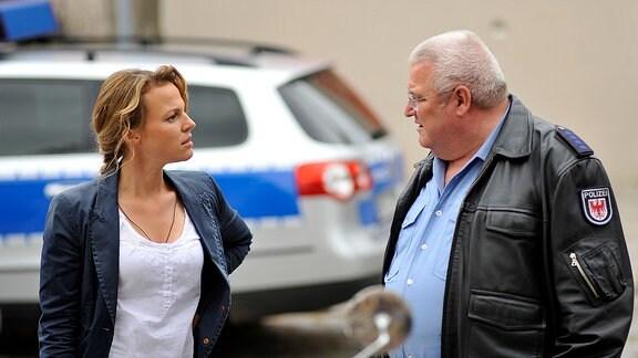 Kriminalhauptkommissarin Olga Lenski (Maria Simon) weiß die fruchtbare Auseinandersetzung mit ihrem Kollegen Polizeihauptmeister Krause (Horst Krause) sehr zu schätzen