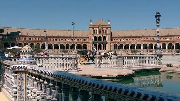 Blick auf die Plaza de España in Sevilla.